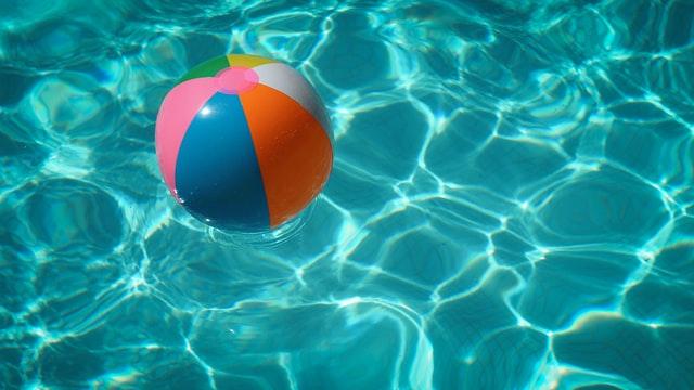 Het verschil tussen een opbouw zwembad en een inbouw zwembad